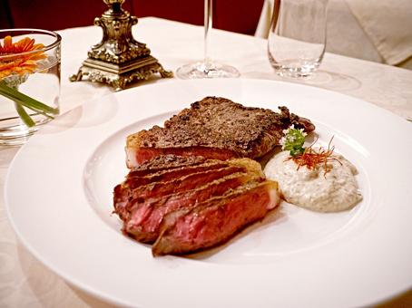 Auf Vorbestellung gibt es im Pfefferkorn Côtes de Boef, T-Bone, Porterhouse Steak und Chateaubriand.