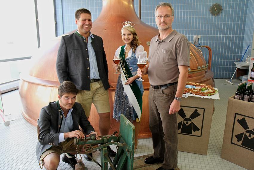 Gewogen und für zu leicht befunden. Den Namen RED NAX verdankt das Bier dem Pfaffenhofener Günther Hupfauf. Gerade mal 75 Kilogramm brachte Hupfauf auf die Waage. Müllerbräu rundete deshalb auf und so konnte der Gewinner 80 Liter Bier mit nach hause nehmen.