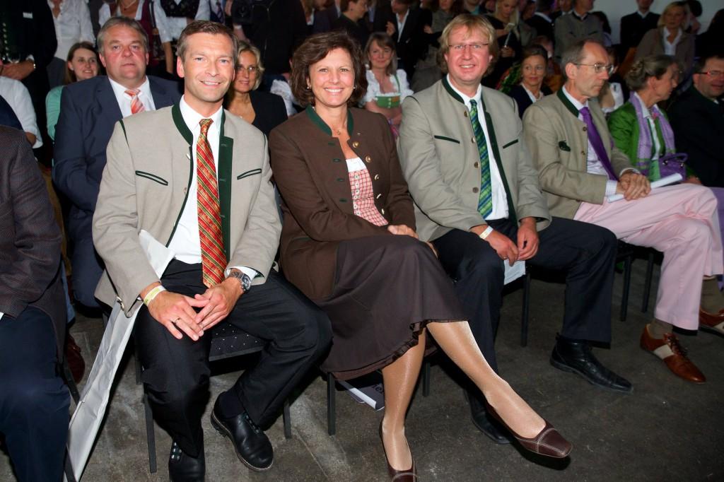 (v.l.n.r.) Haushams Bürgermeister Jens Zangenfeind, Staatsministerin Ilse Aigner und Miesbachs Landrat Wolfgang Rzehak