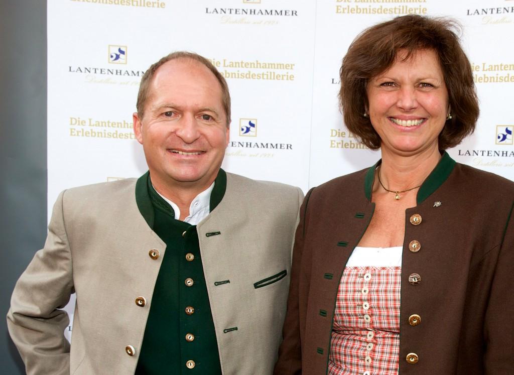 (v.l.n.r.) Lantenhammer-Geschäftsführer Anton Stetter und Staatsministerin Ilse Aigner
