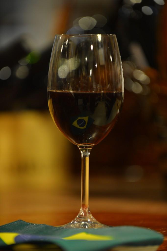"""Früher mischte die """"Nona"""" für die Kinder der italienischen Einwanderer Wasser mit Wein, zu Tisch gab man einen Schluck Wein in die Suppe – In Südbrasilien ist Wein seit 137 Jahren ein Lebenselixier."""