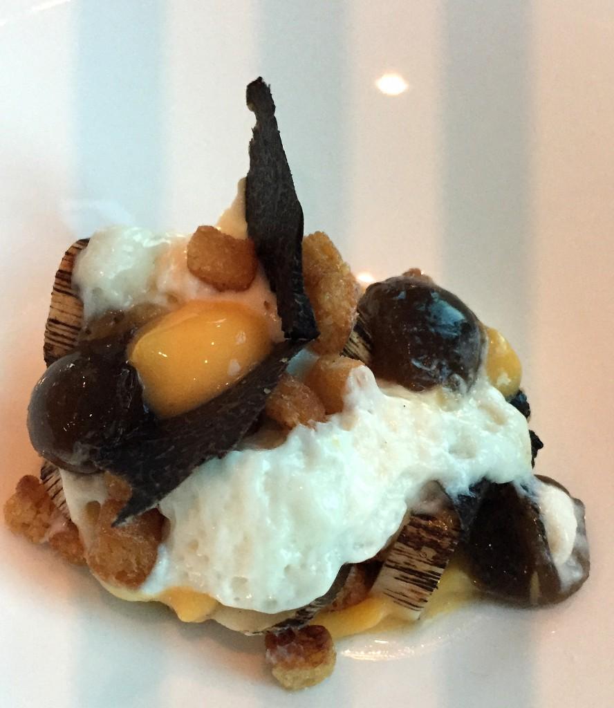 Gegrillte Palmherzenn mit Eigelb-Crème und schwarzem Trüffel