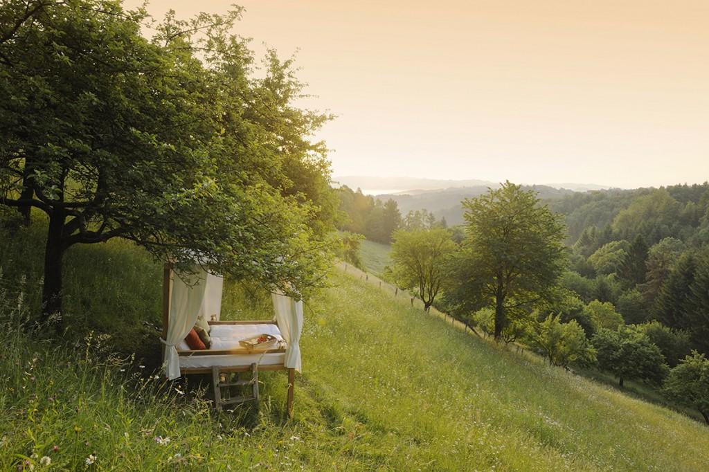 PURESLeben_Premiumhaus Lieschnegg_Umgebung_Himmelbett im Freien